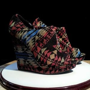 Qupid aztec pattern tapestry platform shoes sz 8